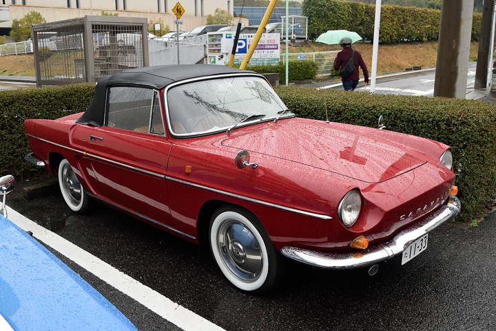 あまりのコンディションの良さに古いクルマには見えませんが、カラベルの発売は何と1959年!ドーフィンをベースに造られたと言えば、古い車種だとお分かりいただけるかと・・・。